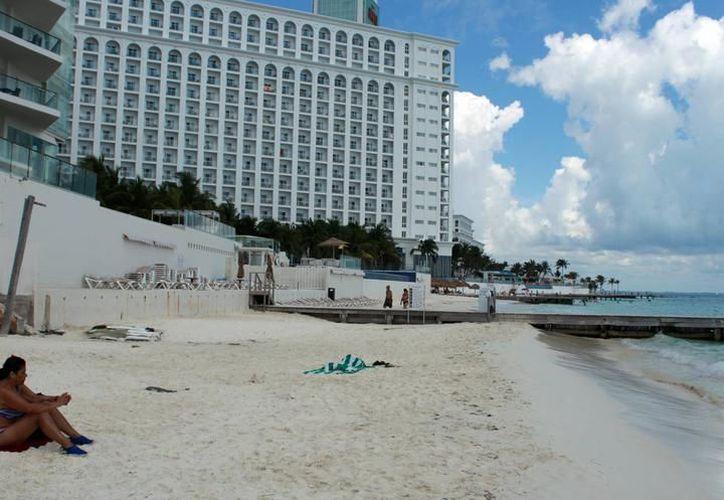 Casi la mitad del consumo eléctrico en Cancún se registra en la zona hotelera. (Redacción)