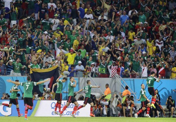 En el estadio de Recife muchos mexicanos volvieron a presionar durante los despejes de Croacia con el empleo a coro de una palabra que para muchos es ofensiva, pero para otros no. (Foto: AP)