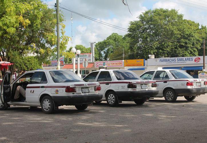 Los socios taxistas están enojados porque el exdirigente no devolvió los recursos. (Gloria Poot/SIPSE)