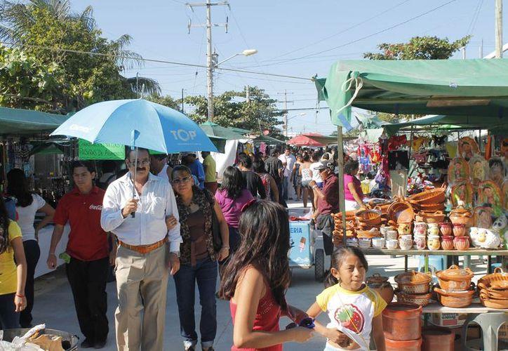 El desempleo ha llevado a muchos ciudadanos a encontrar en el comercio informal la solución para obtener un ingreso. (Jesús Tijerina/SIPSE)