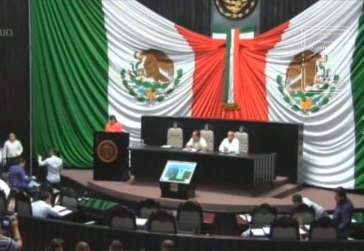 La sesión concluyó a cargo de la lectura del Diputado Vicepresidente de la mesa. (Redacción/ SIPSE)