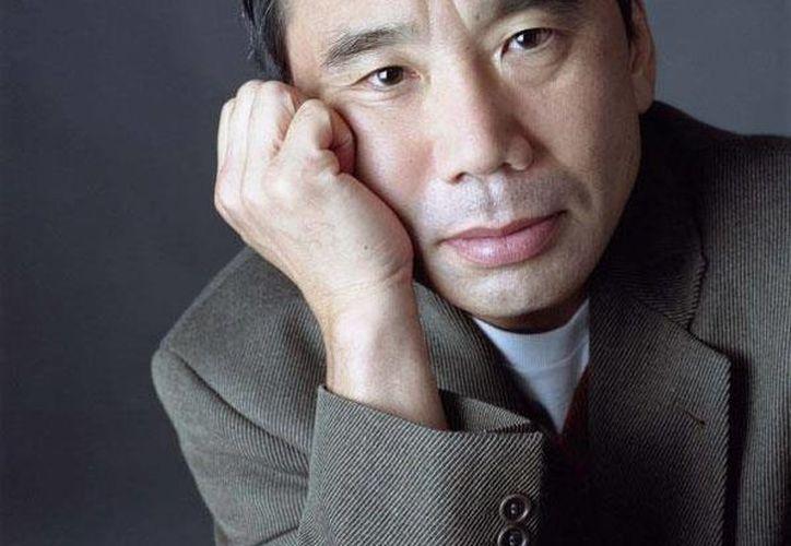 """El autor de novelas como """"Tokyo blues"""", """"Norwegian Wood"""" y """"1Q84""""- desde hace años es favorito para llevarse el Nobel. (Facebook oficial)"""