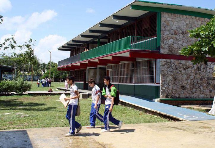El objetivo es aprovechar los espacios educativos ya existentes, y habilitarlos para ofrecer más opciones de estudio a los habitantes de las comunidades rurales. (Redacción/SIPSE)