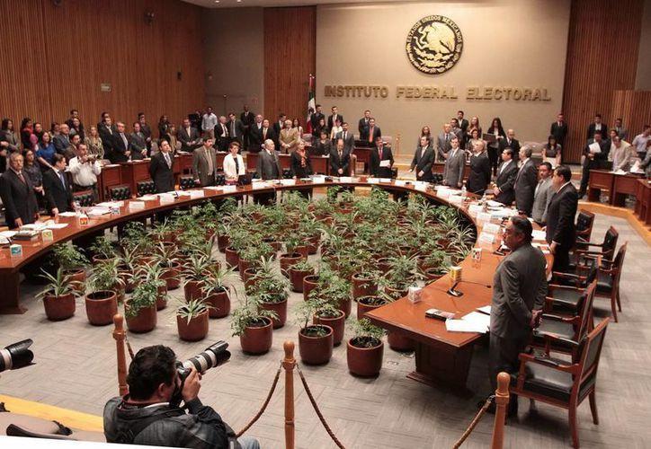 """El IFE dijo que persiste entrega de """"dádivas"""" partidistas en campañas. (Archivo/Notimex)"""