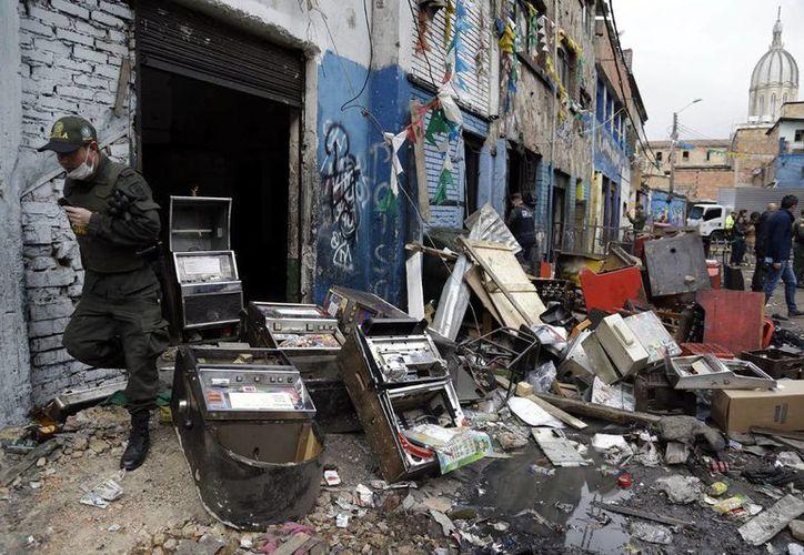 Autoridades allanaron el mayor expendio de drogas de Colombia, la llamada calle del Bronx en Bogotá, y ahí encontraron a Carlos Mario Duque. (AP)