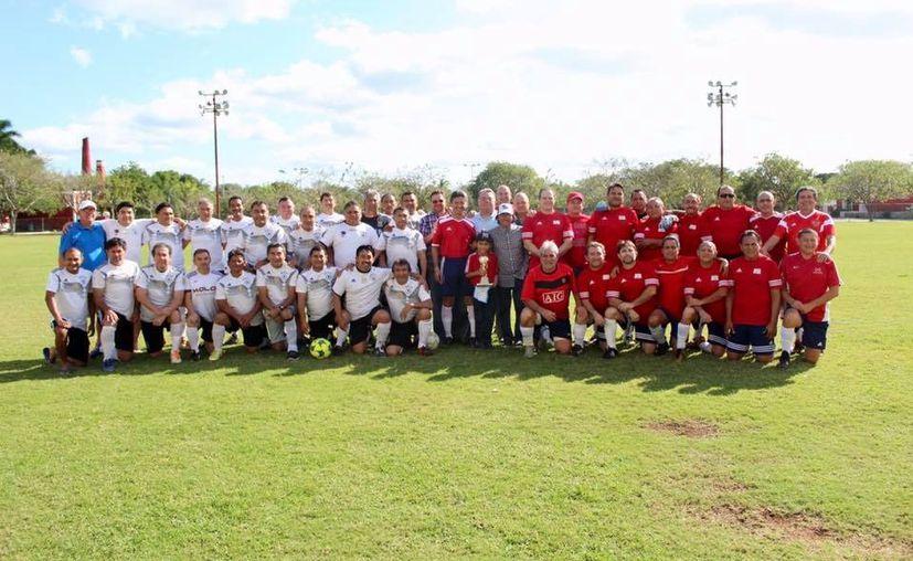 """Este domingo en Tamanché los equipos Rojos del CUM y Colammy disputaron la """"Copa Mochilas"""". (Marco Moreno/Novedades Yucatán)"""