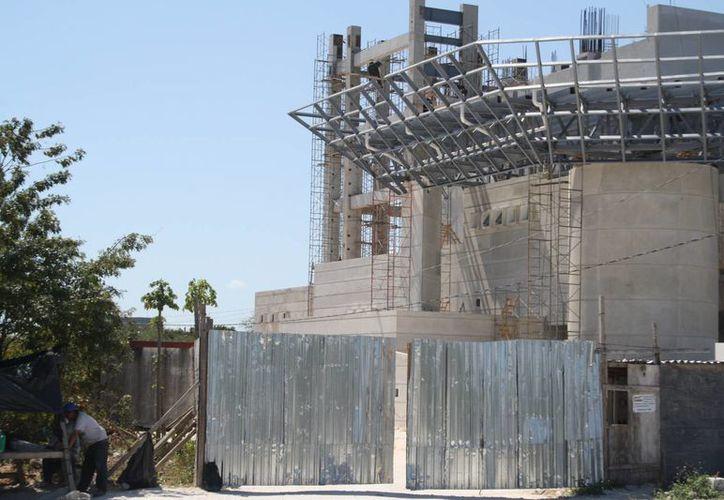 La construcción del Teatro de la Ciudad reporta un avance del 70%. (Octavio Martínez/SIPSE)
