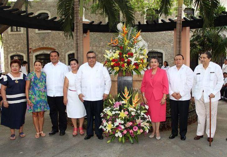 Imagen de la ofrenda floral y ceremonia del Día de la Madre en el parque dedicado a la maternidad en el Centro histórico. (Milenio Novedades)