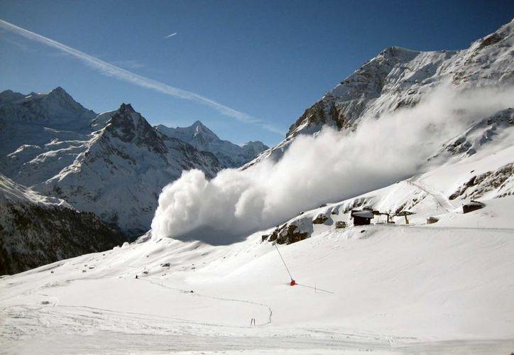 Los excursionistas cruzaron una cornisa de nieve inestable en las montañas al norte de Vancouver. (Foto: Contexto/Internet)