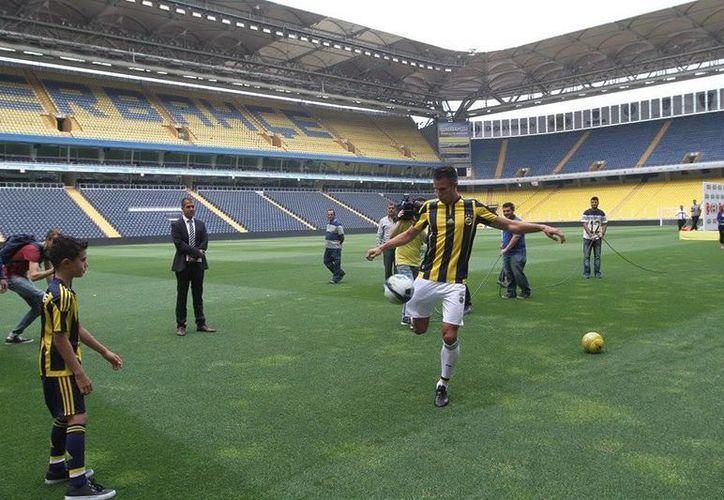 Robin van Persie, exestrella del Arsenal y del Manchester United, jugará con el Fenerbahce turco. (Facebook Fenerbahçe)