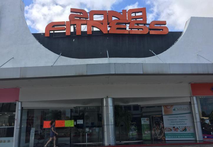 Los socios del gimnasio Zona Fitness Cumbres presentaron una queja por fraude. (Redacción/SIPSE)