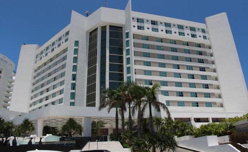 Por no cumplir con los lineamientos, el hotel de Cancún dejará de contar con la bandera de la marca Meliá. (Foto: SIPSE)