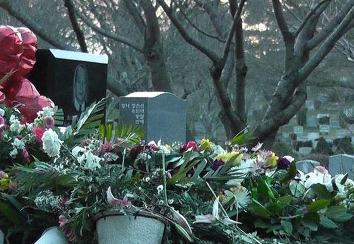 Uno de los deseos de Whitney Houston: permanecer sepultada la lado de su padre quien falleció en 2003. (Archivo/bekia.es)