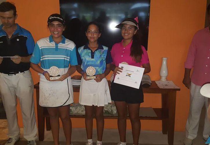 La campeona en la categoría 12-13 años de la rama femenil dentro de la Gira Infantil y Juvenil de Golf de la Asociación de Golf del Sureste fue Ariel González Arceo. (SIPSE)