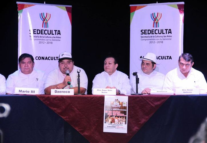 """Rueda de prensa de integrantes de la familia Herrera para dar a conocer información sobre la obra """"Los Herrera nos somos machos pero sí somos muchos'. (SIPSE)"""