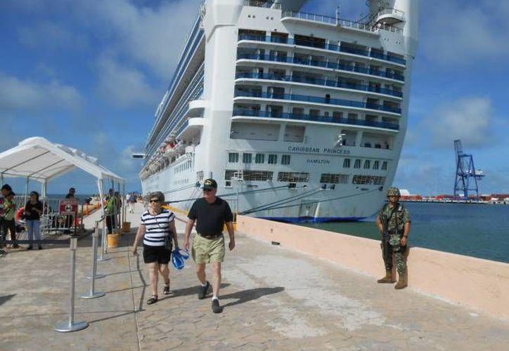 Algunos dicen que el calor incluso del mar ahuyentó a los turistas que llegaron en el Carnival Triumph. (SIPSE/Foto de archivo)