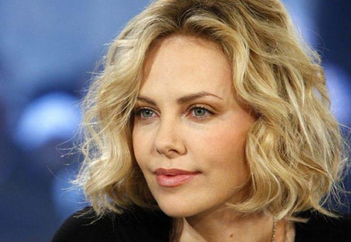 Un presunto acosador Charlize Theron fue arrestado cuando estaba por llegar a la casa de la actriz. (mirror.co.uk)