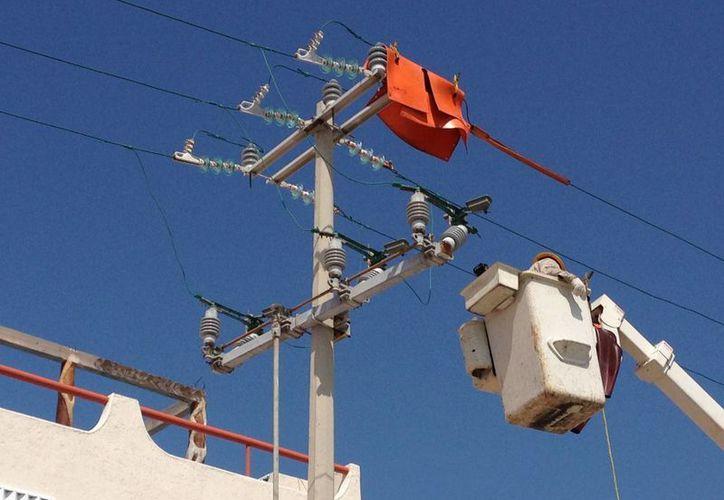 Durante siete horas sufrieron de calor por la falta del servicio de energía eléctrica. (Lanrry Parra/SIPSE)