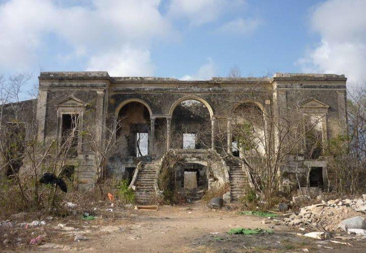 Esta es la hoy famosa hacienda embrujada de Cholul, comisaría de Mérida. Ahí ocurrió un inolvidable suceso con la Xtabay décadas antes. (Milenio Novedades)