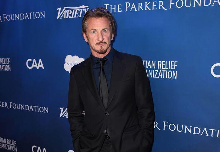 Sean Penn al momento de llegar a la gala benéfica Sean Penn & Friends AYUDA HAITÍ en el Hotel Montage ayer en Beverly Hills, California. (Foto por Jordan Strauss / Invision / AP)