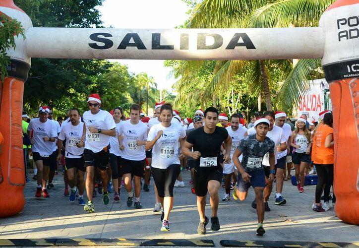 Se realizó con éxito la Carrera Navideña Inter-Escolar 2014, para recaudar fondos. (Redacción/SIPSE)