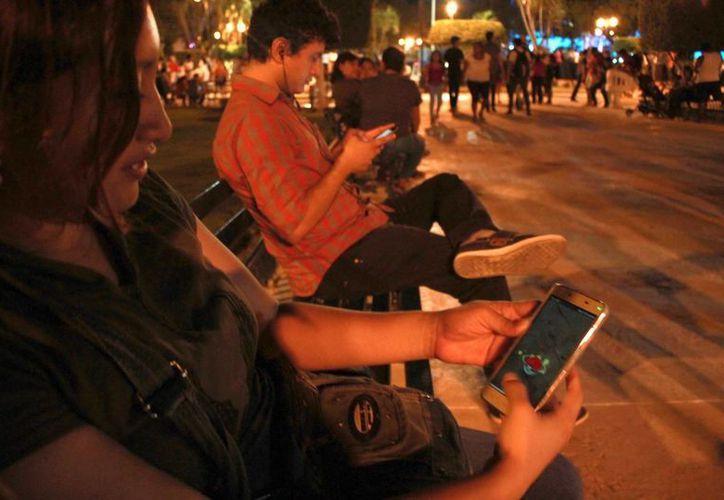 El Ayuntamiento meridano emite sugerencias para quienes acuden a espacios con wi-fipara jugar Pokémon Go. (Milenio Novedades)