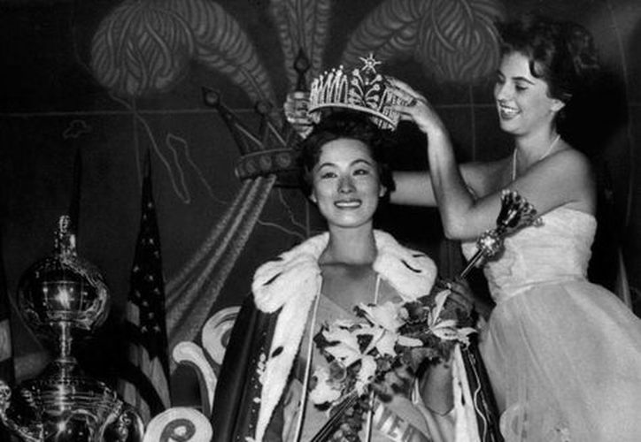 Luz Marina Zuluaga en imagen de 1958 cuando obtuvo el cetro del concurso de belleza Miss Universo. (Archivo/AP)