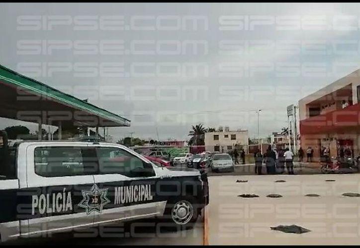 Dos hombres armados asaltaron esta mañana una gasolinera de la colonia Solidaridad, en Chetumal. (Jorge Uc/SIPSE)