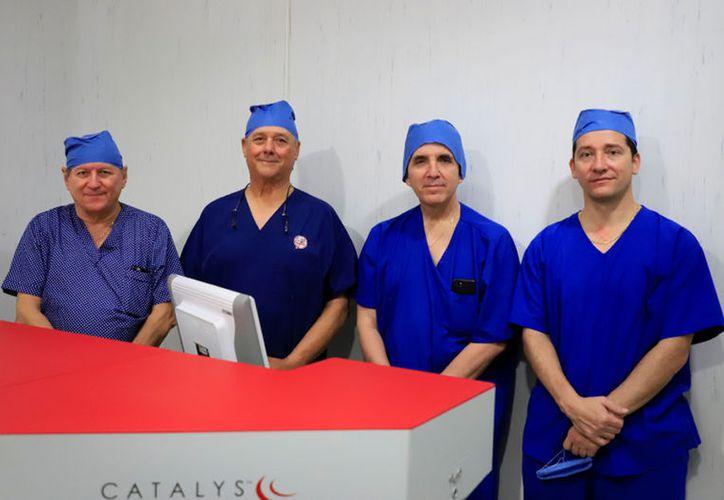 Dr. Alberto Antonio Cáceres Peniche, Dr. Alejandro Millet Molina, Dr. Henry  Maldonado Rivas y Dr. Héctor Guillermo Cámara Castillo, especialistas del  área de Oftalmología de la Clínica de Mérida.