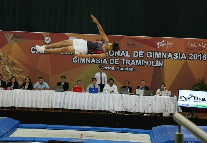 Este lunes dio inicio el Torneo Nacional de Gimnasia Trampolín, en Mérida. (José Acosta/Milenio Novedades)