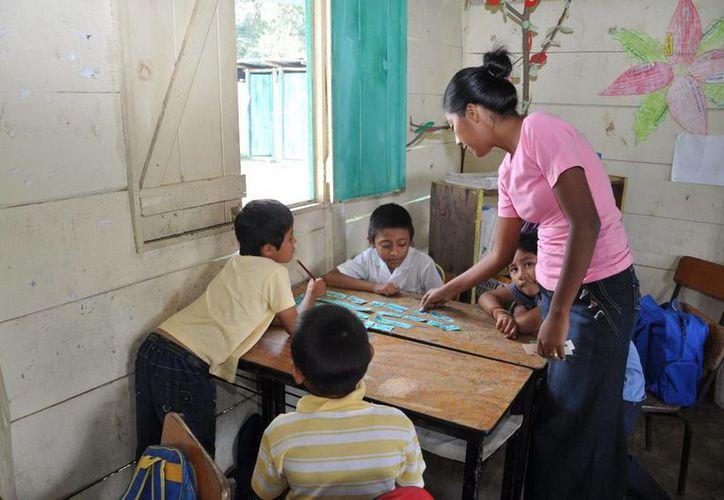 Las tres entidades de la Península de Yucatán realizan acciones para mantener vigente la lengua maya en la educación primaria. (Redacción/SIPSE)