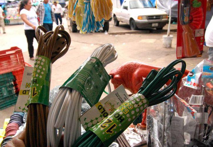 El comercio ambulante afectó al sector severamente en esta temporada navideña. (Milenio Novedades)