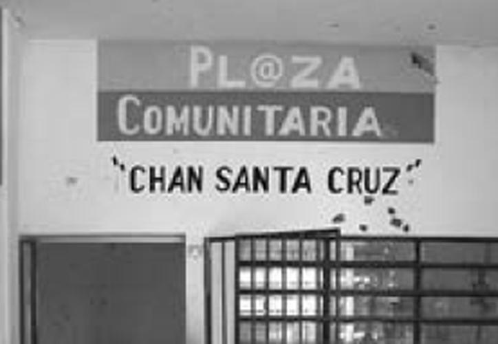 El personal de la Plaza comunitaria no se negaba a retirarse, pero esperaban que se desarrollara oficialmente. (Jesús Caamal/SIPSE)