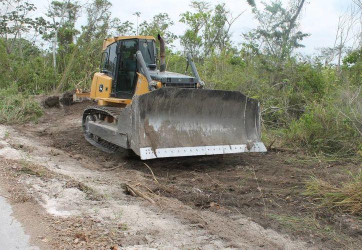 Las tareas de ampliación de estos caminos contemplan la construcción de acueductos para el drenaje y pavimentación. (Edgardo Rodríguez/SIPSE)