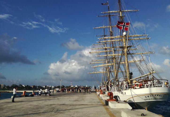 El barco permanecerá en Puerto Morelos hasta el próximo 24 de febrero. (Foto: Sergio Orozco/SIPSE)