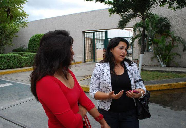 La denunciante dijo que tiene una antigüedad laboral de 14 años en el IMSS. (Tomás Álvarez/SIPSE)