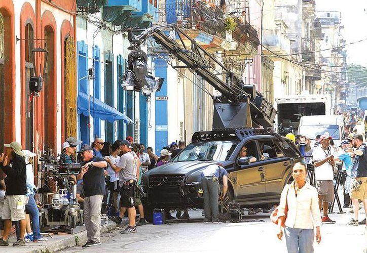 La gente acudió para ver las primeras grabaciones de la nueva película.Vin Diesel y Michelle Rodriguez hicieron sus primeras escenas. (AP)