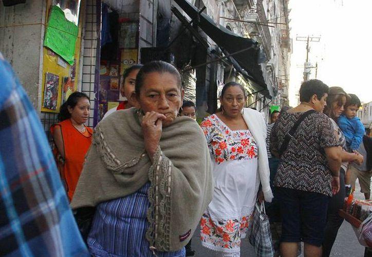 No hay que olvidar los abrigos y suéteres porque continuarán las frías mañana en Yucatán. (Juan Albornoz/SIPSE)