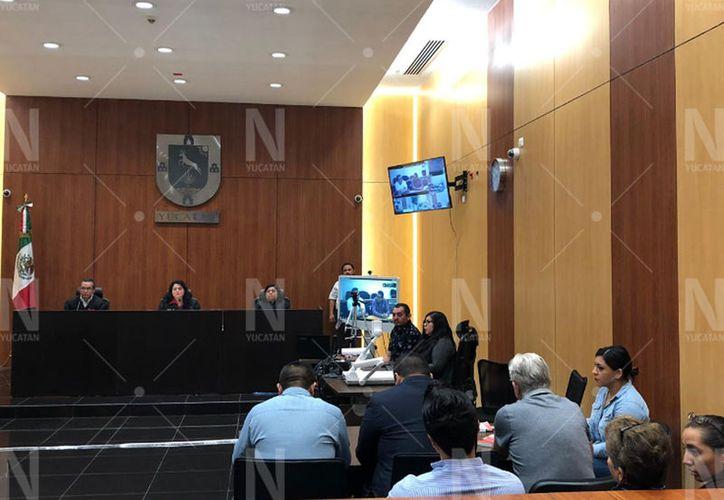 La audiencia para establecer las sentencias contra Martín Alberto Medina Sonda y  Juan Ramón Moreno Hernández inició con más de una hora de retraso. (Novedades Yucatán)