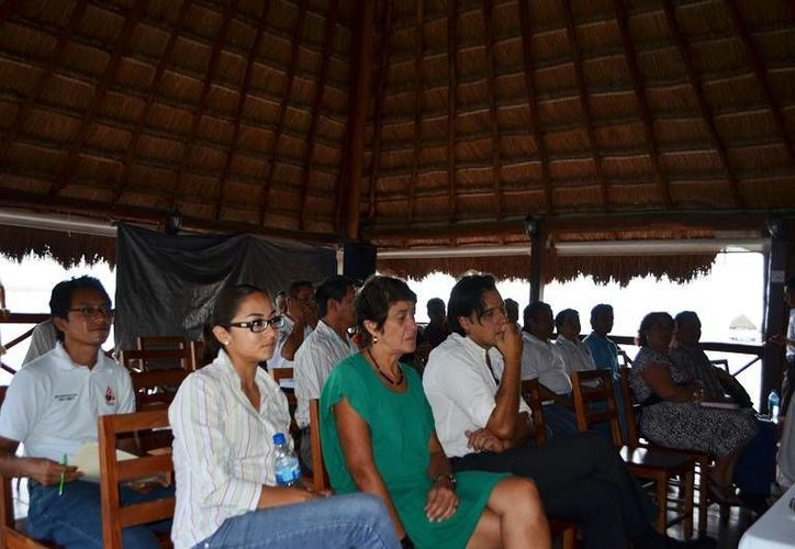 """El público asistente en la conferencia """"El sentido de la sustentabilidad turística"""". (Redacción/SIPSE)"""