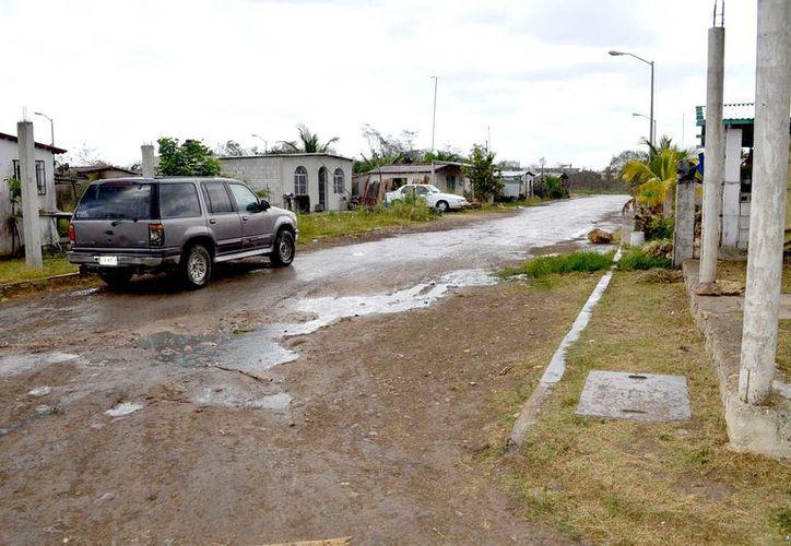 Las calles de la comunidad de Javier Rojo Gómez reflejan el abandono en que las autoridades la han tenido muchos años.
