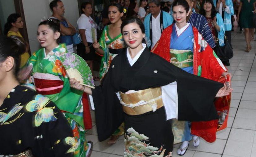 Decenas de personas acudieron al Centro Cultural Olimpo(Foto:Novedades Yucatán)