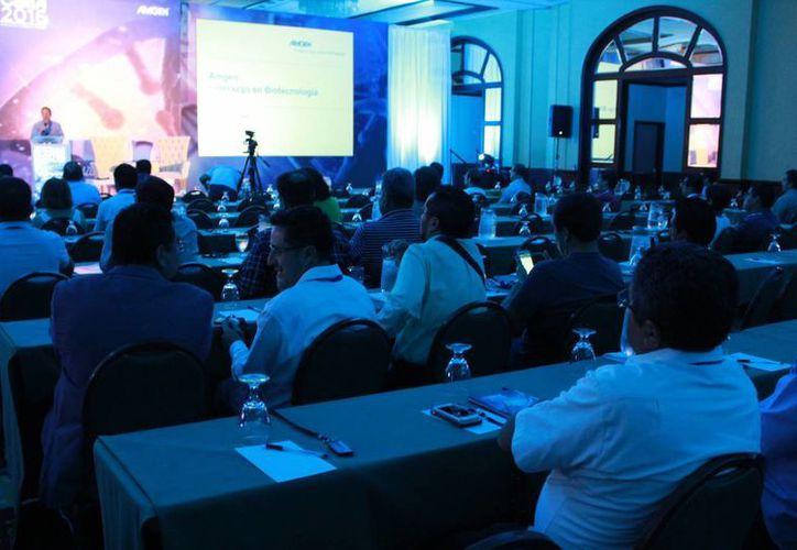 Participaron más de 300 especialistas en la V Cumbre de Excelencia Médica Amge. (Luis Soto/SIPSE)