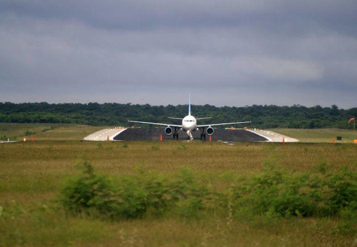El arribo del vuelo comercial a Chetumal se dio a las 11 horas y no a las 8:20 como estaba previsto. (Redacción/SIPSE)