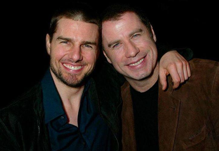 Según la revista 'Star', la relación entre Tom Cruise y John Travolta va mucho más allá de una simple amistad. (excelsior.com.mx)
