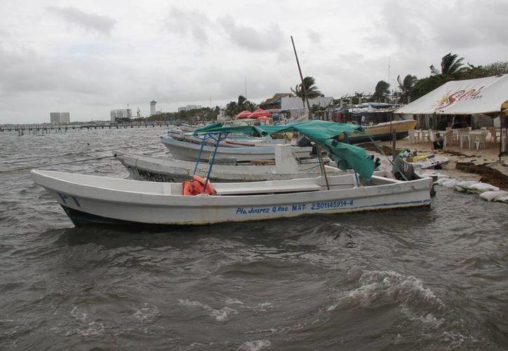 Envían precaución debido a vientos con rachas moderadas y oleaje elevado. (Consuelo Javier/SIPSE)