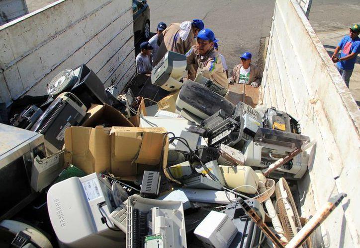 Diversos aparatos fueron llevados al Reciclatón. (Milenio Novedades)