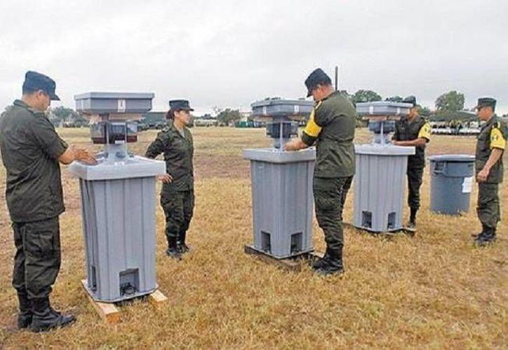 """Soldados mexicanos en Nueva Orleans, EU, en 2005, en auxilio de las víctimas del huracán """"Katrina"""". (Milenio/Archivo)"""