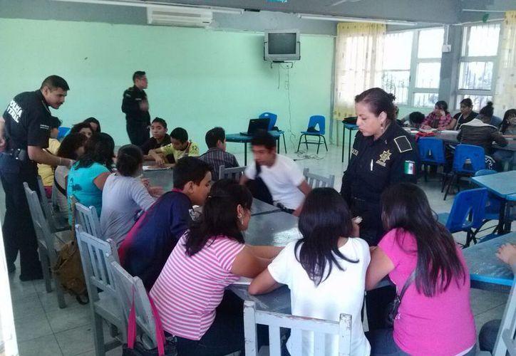 Casi mil alumnos participaron en las pláticas que fueron impartidas por los instructores. (Cortesía)