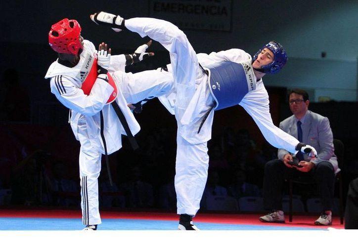 Saúl Gutiérrez (d) dio a México una última medalla, de bronce, en el Mundial de Tae kwon do en Rusia. (poblanerias.com/Foto de archivo)